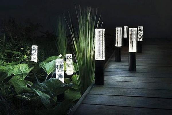 lampes-solaires-de-jardin-éclairage-de-jardins-écologique