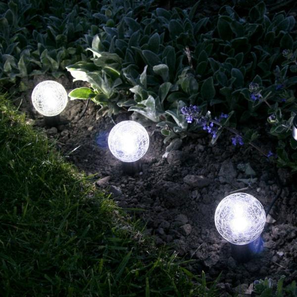 les lampes solaires de jardin clairage joli et On lampe exterieur pour jardin