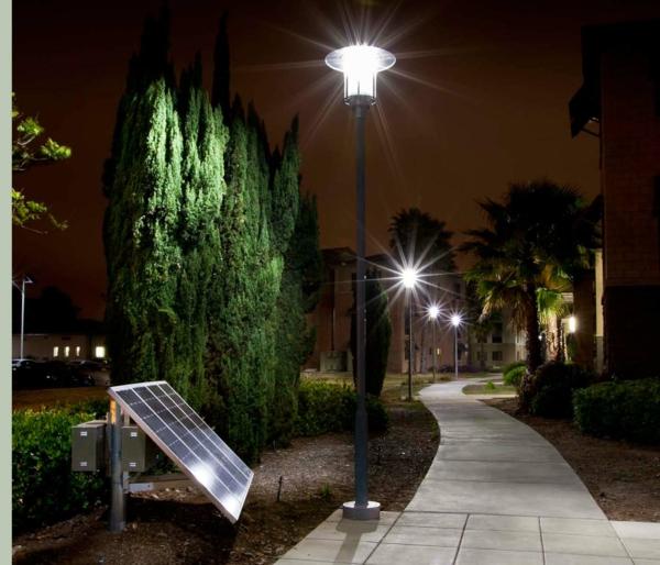 lampes-solaires-de-jardin-allée-avec-éclairage-solaire