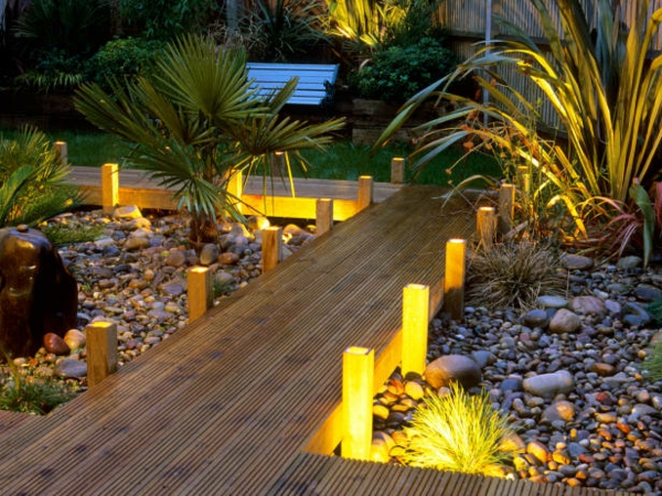 Les lampes solaires de jardin clairage joli et cologique pour l 39 ext r - Allee de jardin originale ...