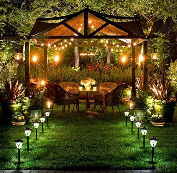 lampes-solaires-de-jardin-décoration-de-fêtes
