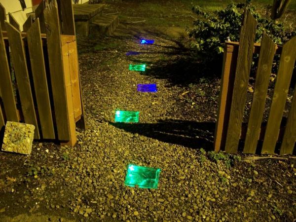 lampes-solaires-de-jardin-des-pas-lumineux