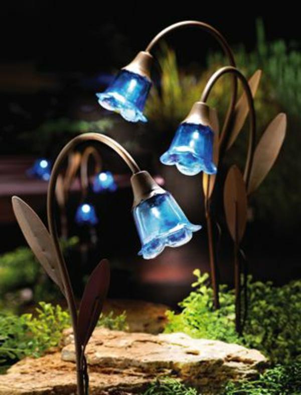 Les lampes solaires de jardin - éclairage joli et ...
