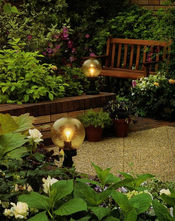 lampes-solaires-de-jardin-globes-solaires