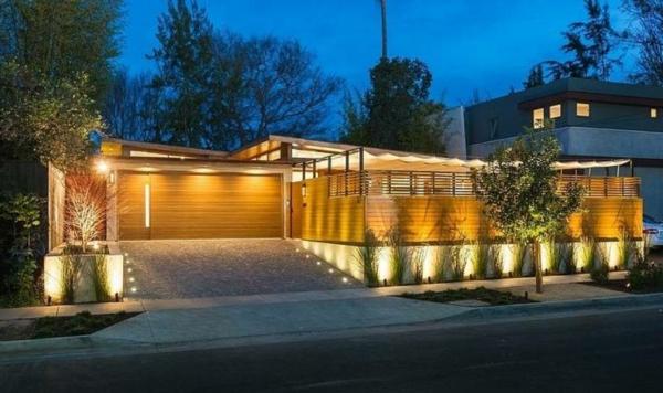lampes-solaires-de-jardin-lampes-devant-la-clôture