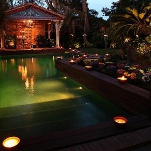 Les lampes solaires de jardin - éclairage joli et écologique pour l'extérieur
