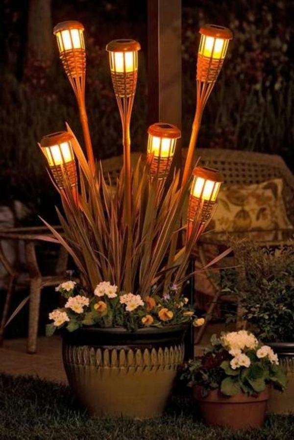lampes-solaires-de-jardin-torches-solaires