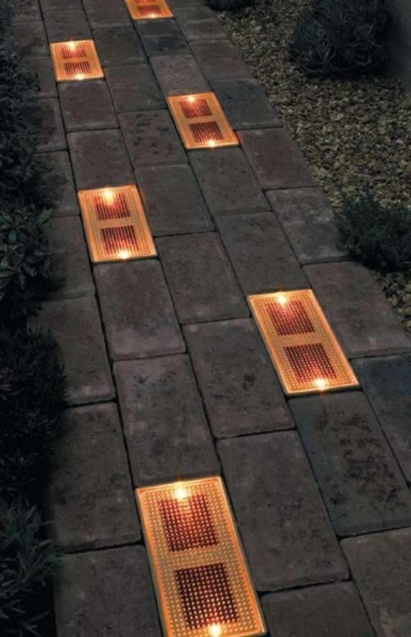 lampes-solaires-de-jardin-une-allée-éclairée