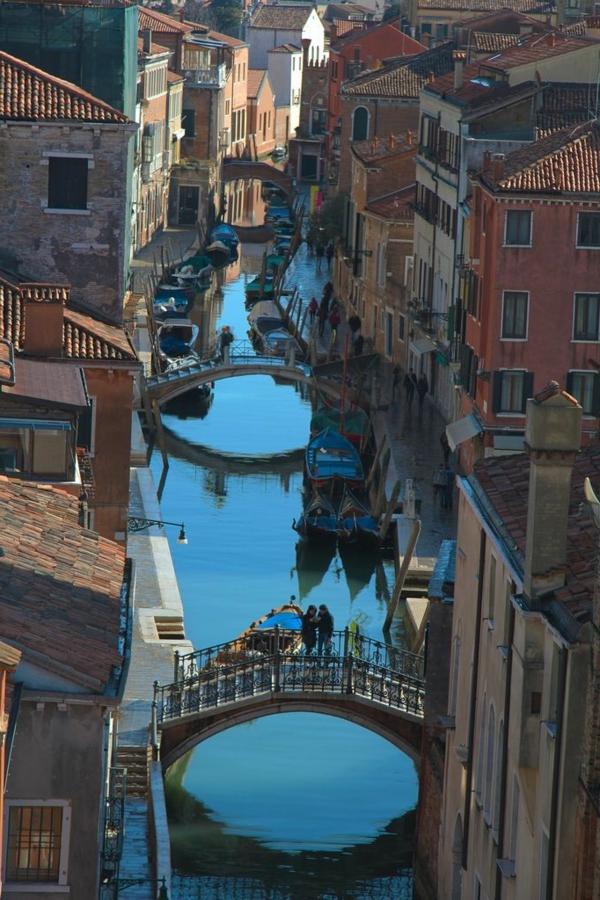 le-Canal-à-venice-histoire-église-basilique-Venise-ponts-courbues