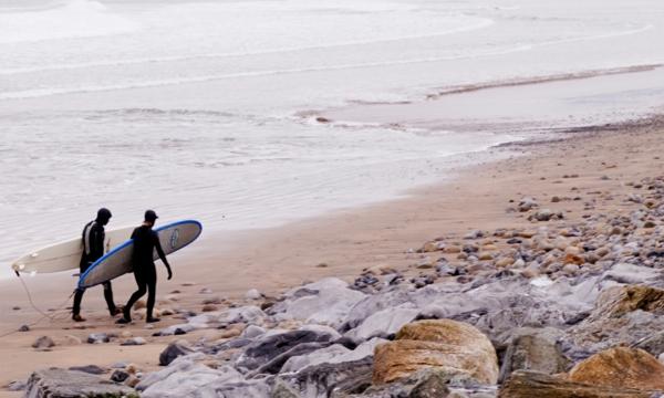 le-plage-vide-grand-plage-jolie-à-l-ocean