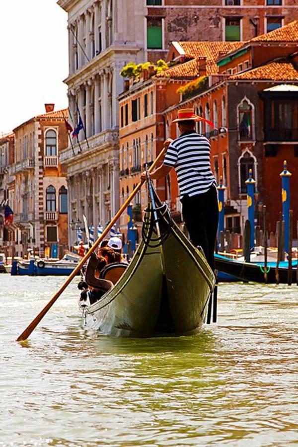 les-gondoles-à-Venise-une-visite-à-ne-pas-manquer
