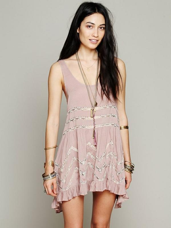 les-tendances-pour-cette-été-2015-robe-en-tones-neutres-boho-libre