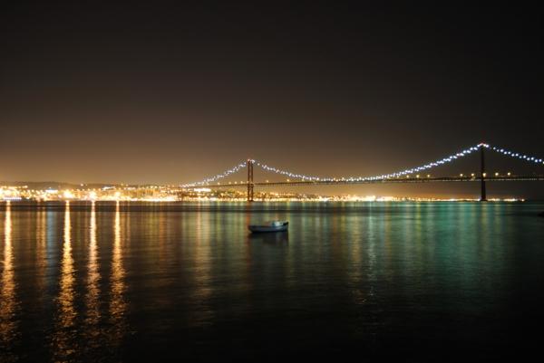 lisboa-noite-le-pont-rouge-rivière-la-ville-capitale-du-portugal