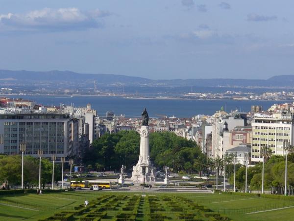lisbonne-centre-ville-jolie-jardin-vert-été