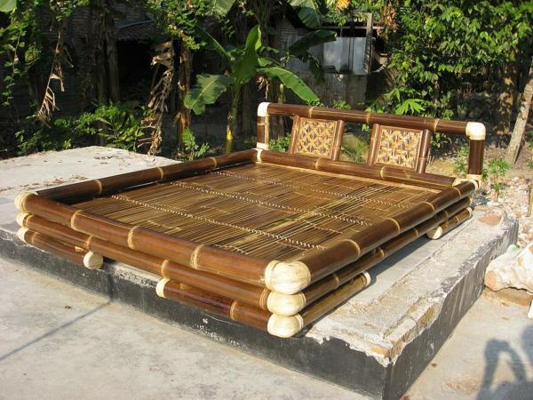 lit-en-bambou-un-lit-cosy-et-beau-pour-l'extérieur