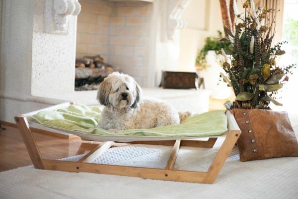 lit-pour-chien-lit-hammac-en-bois-et-textile