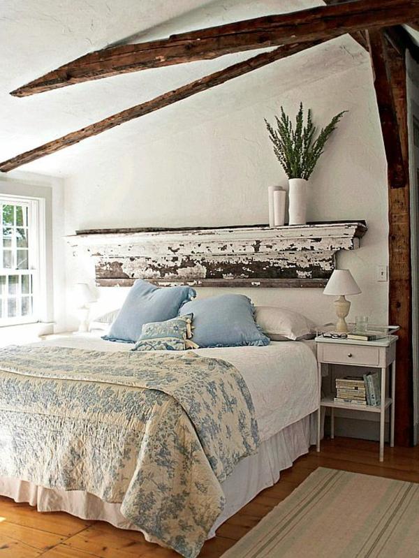 lit-rural-jolie-vintage-couvre-lit-bois-brune