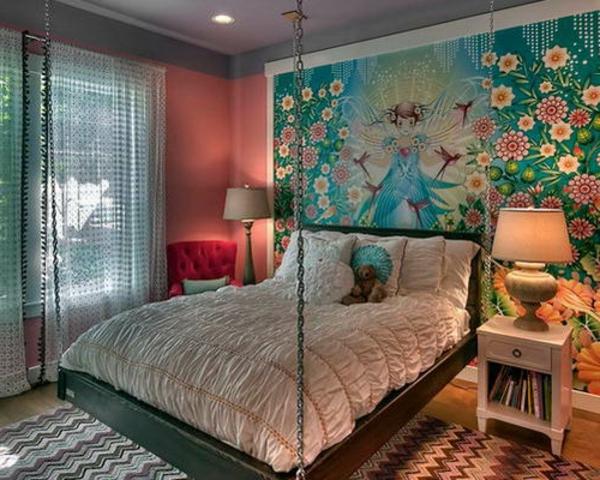 lit-suspendu-dans-une-chambre-de-fille-unique