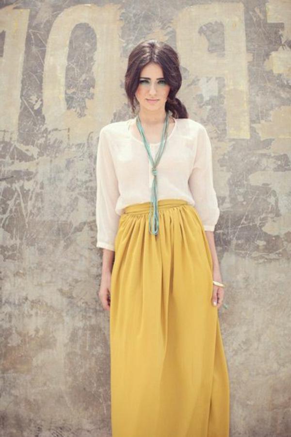 longue-jupe-jaune-comment-la-porter