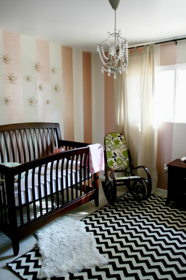 lustre-couchette-bébé-tapis-intéressant-la-création