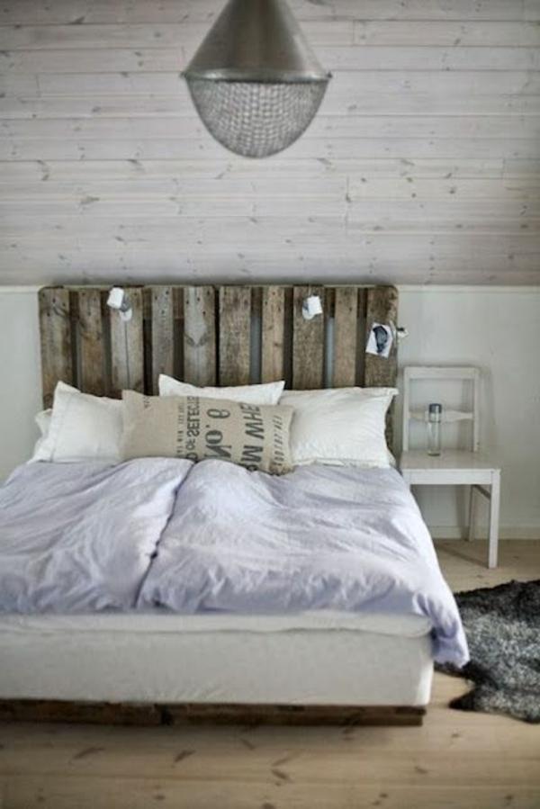 lustre-lit-coussins-aménagement-chambre-adulte-ado-couleurs