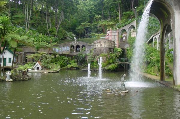 madéira-jardir-botanique-eau-statue-découvrir-l'île-de-madeira