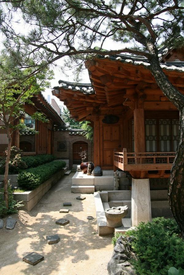 maison-en-bois-japon-plantes-vertes