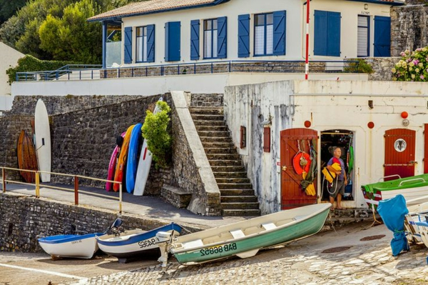 maison-et-surfs-à-Biarritz-coloré