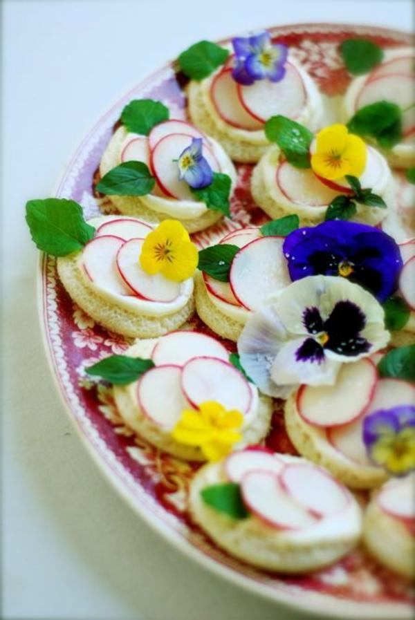 manger-amuse-bouche-avec-des-fleurs-comestibles