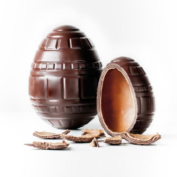 masculin-oeuf-en-chocolat-pour-célébrer-les-Paques