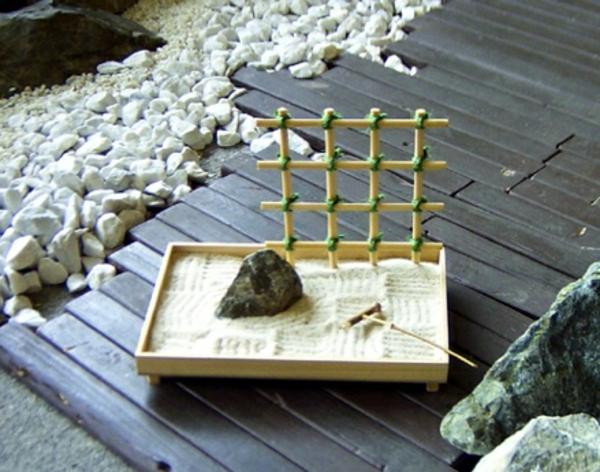 mini-jardin-zen-avec-treillis