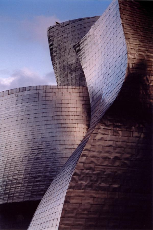 musée-guggenheim-à-bilbao-un-détail-du-bâtiment