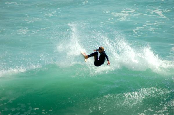 océan-onde-surfeur-à-Biarritz