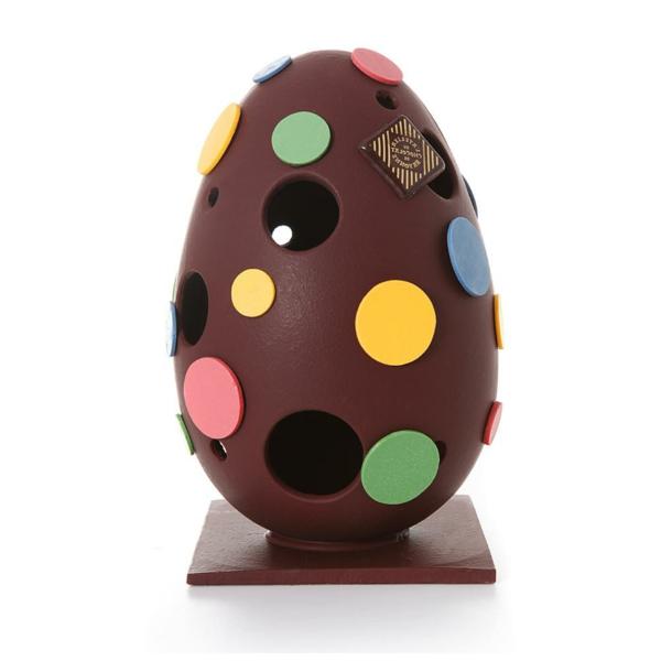 oeuf-décoré-en-chocolat-pour-célébrer-les-Paques
