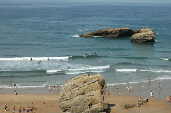 ondes-Biarritz_Surfeurs-grande-plage-Biarritz-surf