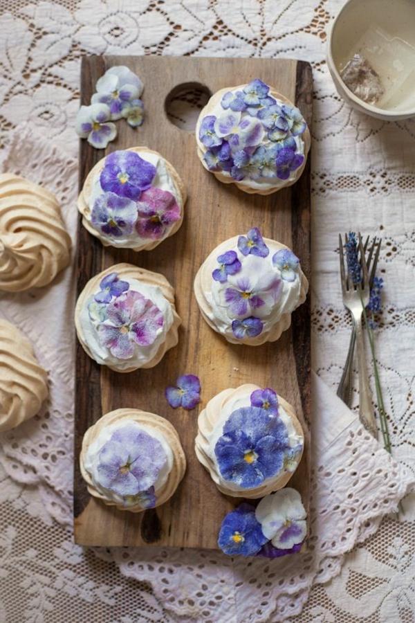 pâtisserie-fleurs-comestibles-on-mange-les-violets