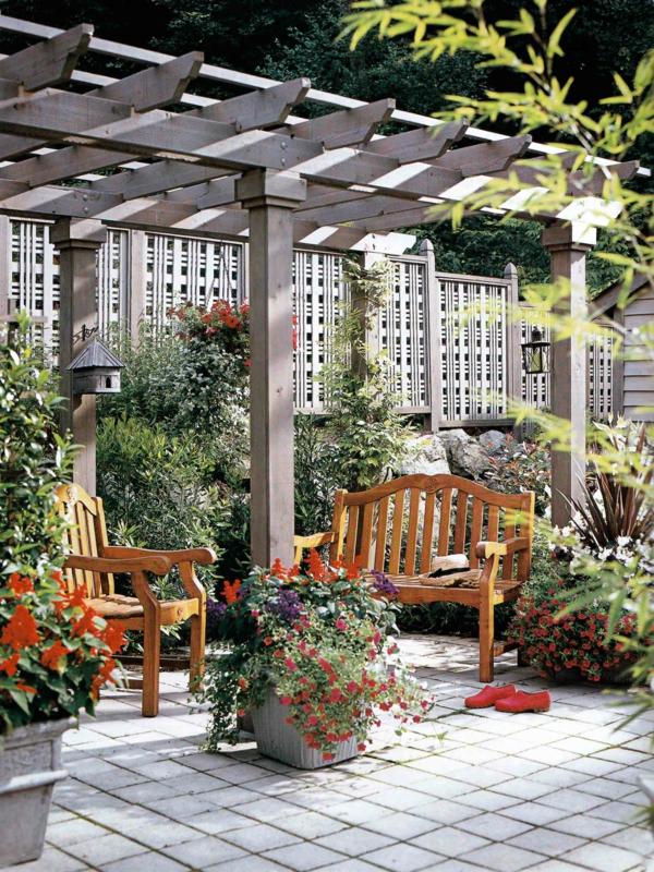 panneau-occultant-de-jardin-un-treillis-de-jardin-coquet