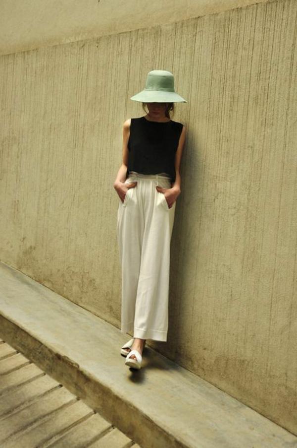 pantalon-fluide-blanc-et-une-blouse-noire