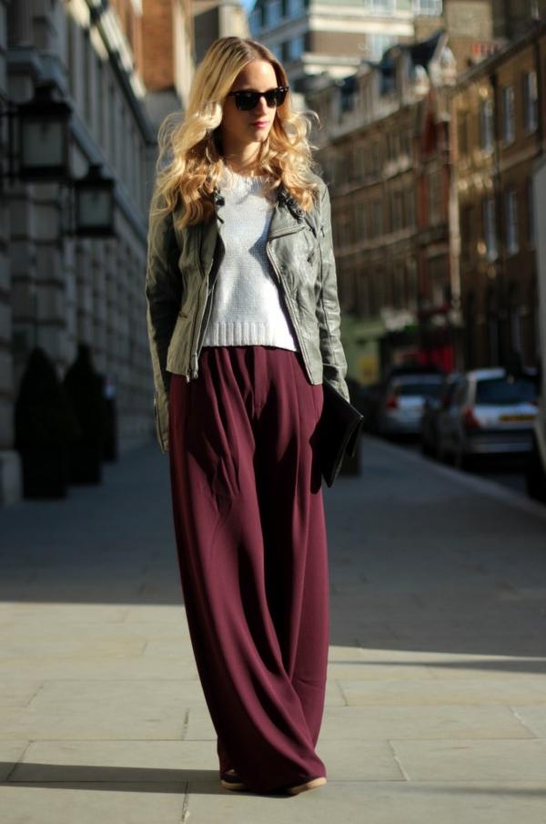 pantalon-fluide-bordeau-et-veste-en-cuir