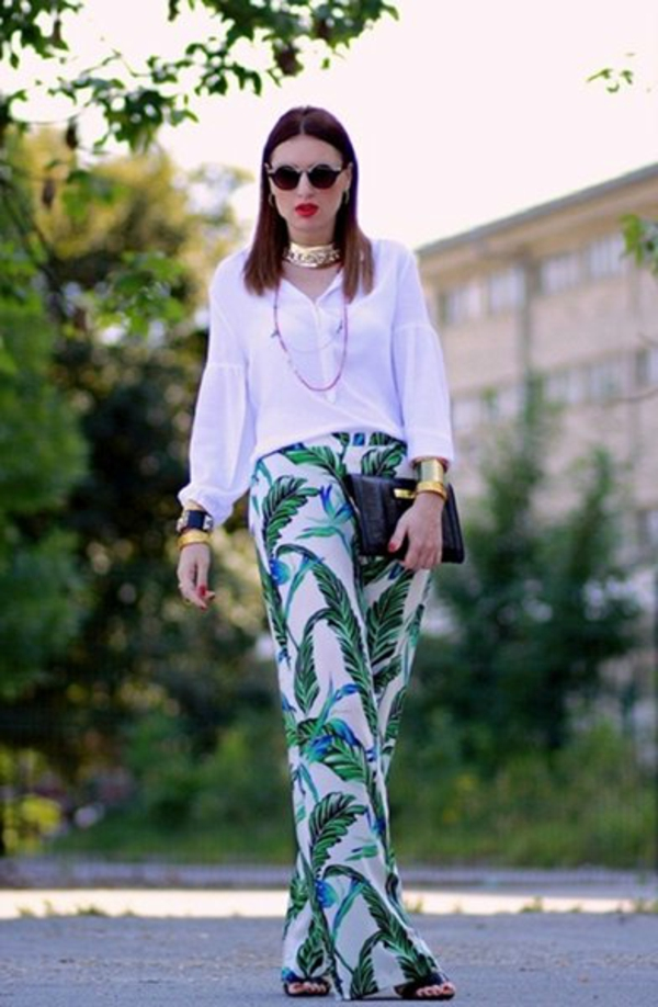 pantalon-fluide-floral-et-chemise-blanche