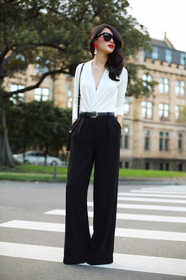 pantalon-fluide-porté-avec-ceinture-et-chemise-blanche