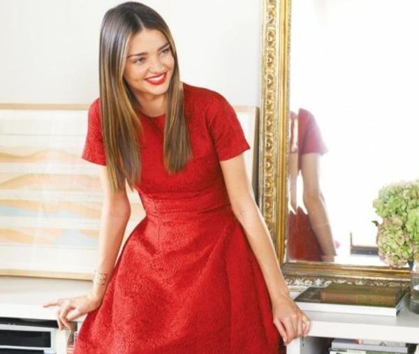 petite-courte-robe-rouge
