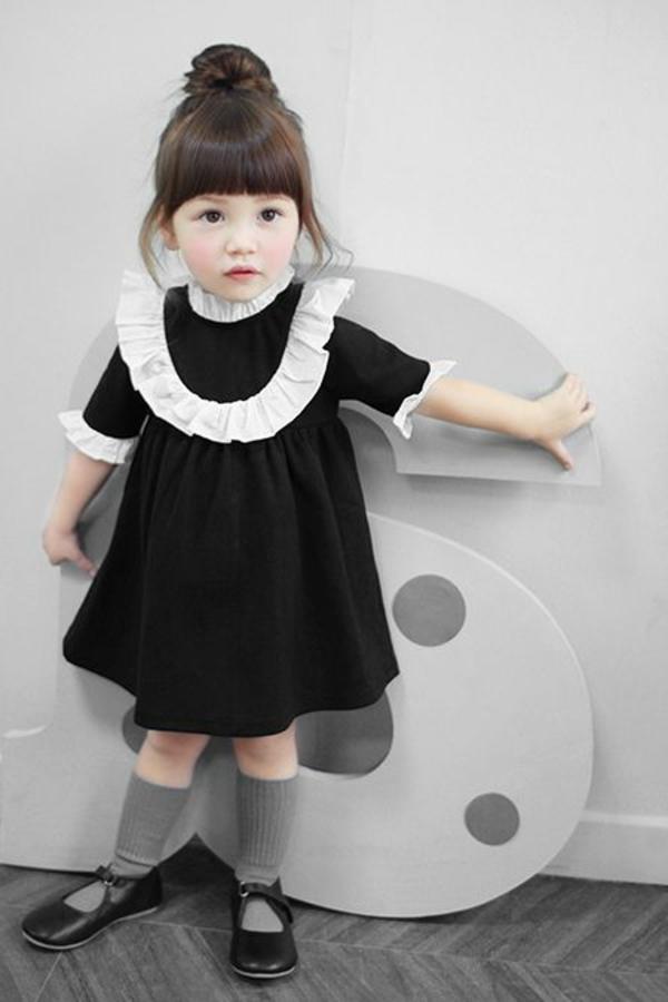 petite-enfant-en-robe