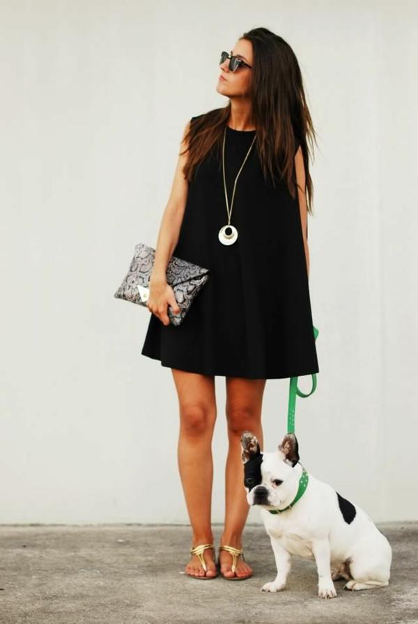petite-robe-noir-forme-géométrique-fille-et-chien