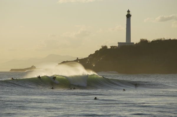 phare-de-Biarritz-ondes-convenable-pour-surfer