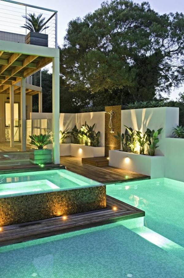 piscine-semi-enterée-maison-cour