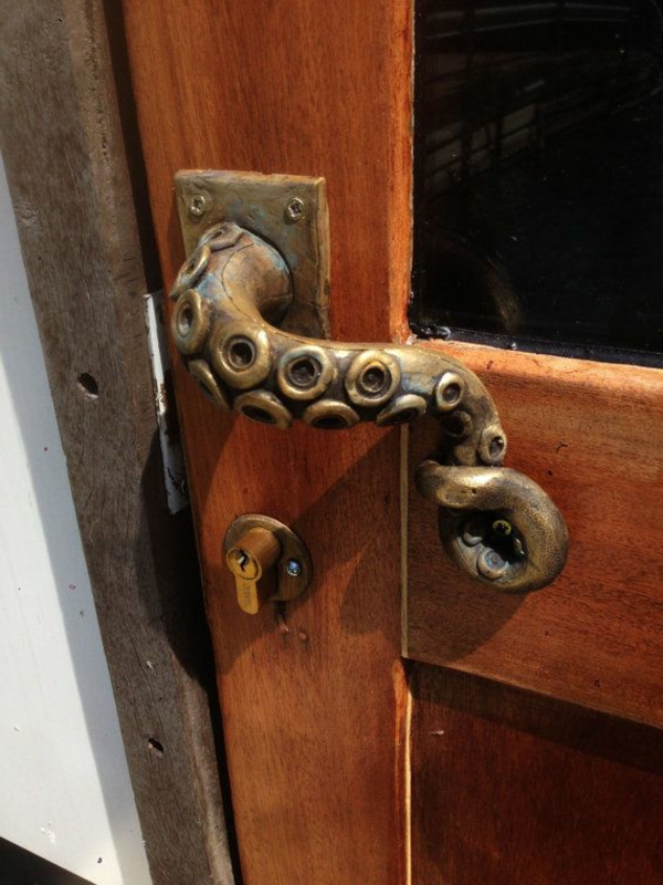poignéе-de-porte-d-entrée-pour-votre-maison