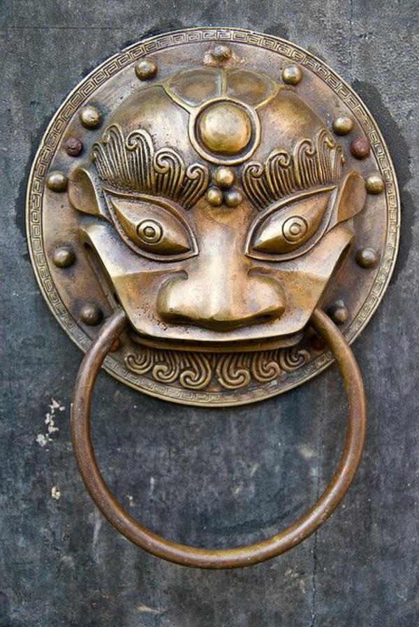 poignée-métal-porte-d-entrée-gothiqu