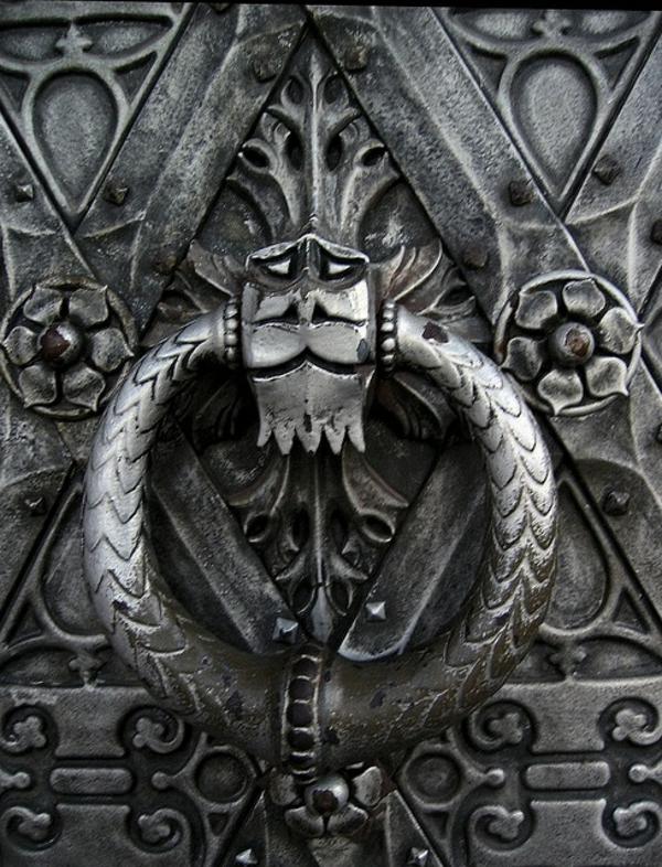 poignée-métal-porte-d-entrée
