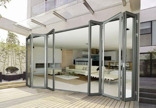porte-accordéon-vitrée-en-aluminium-pour-un-extérieur-élégant